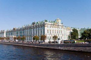 Дворцовая набережная Санкт-Петербурга